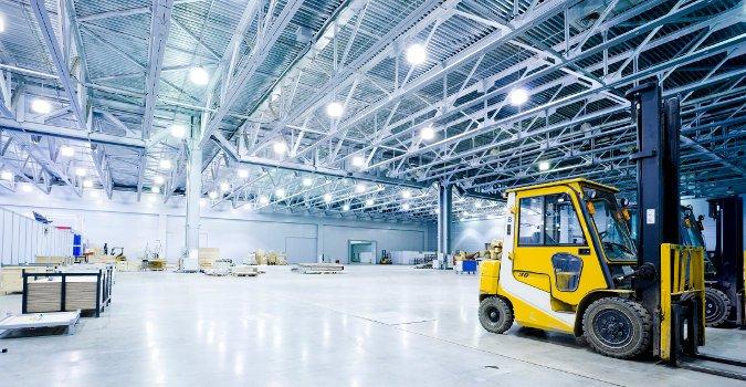 Світлодіодне освітлення для великого складського приміщення